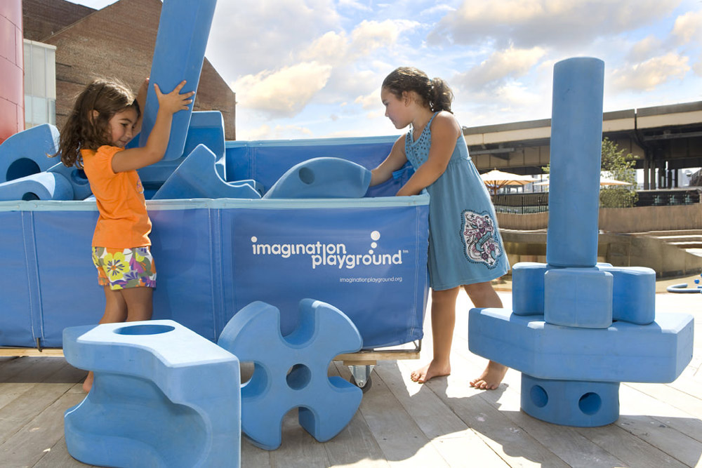 Kids play with Imagination Playground