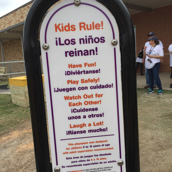 South Houston Elementary playground sign in English and Spanish