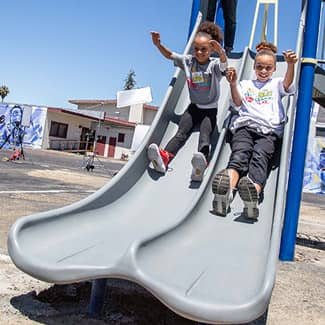 Ryan and Riley Curry test out the new playground slide